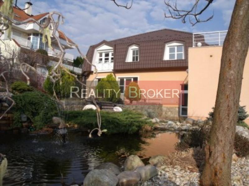 ZNÍŽENÁ CENA!!! REALITY BROKER ponúka na predaj priestrannú vilu v lukratívnej časti mesta Nitra