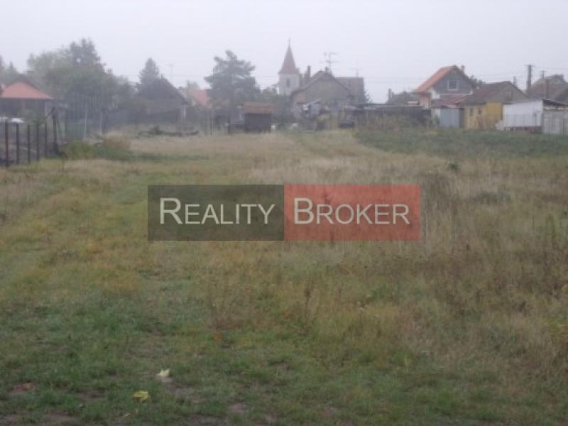 Ponúkame na predaj stavebný pozemok