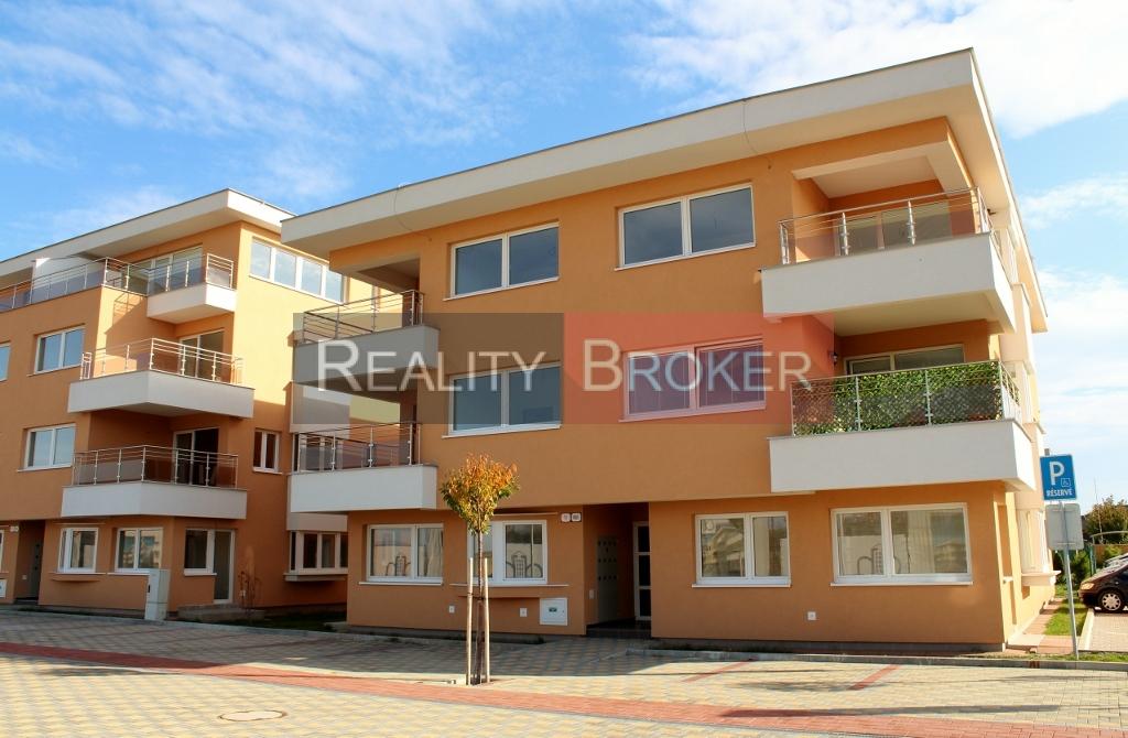 Ponúkame na predaj 2 – izbový byt s pozemkom v OV plus parkovacie miesto v OV – NOVOSTAVBA – Senec
