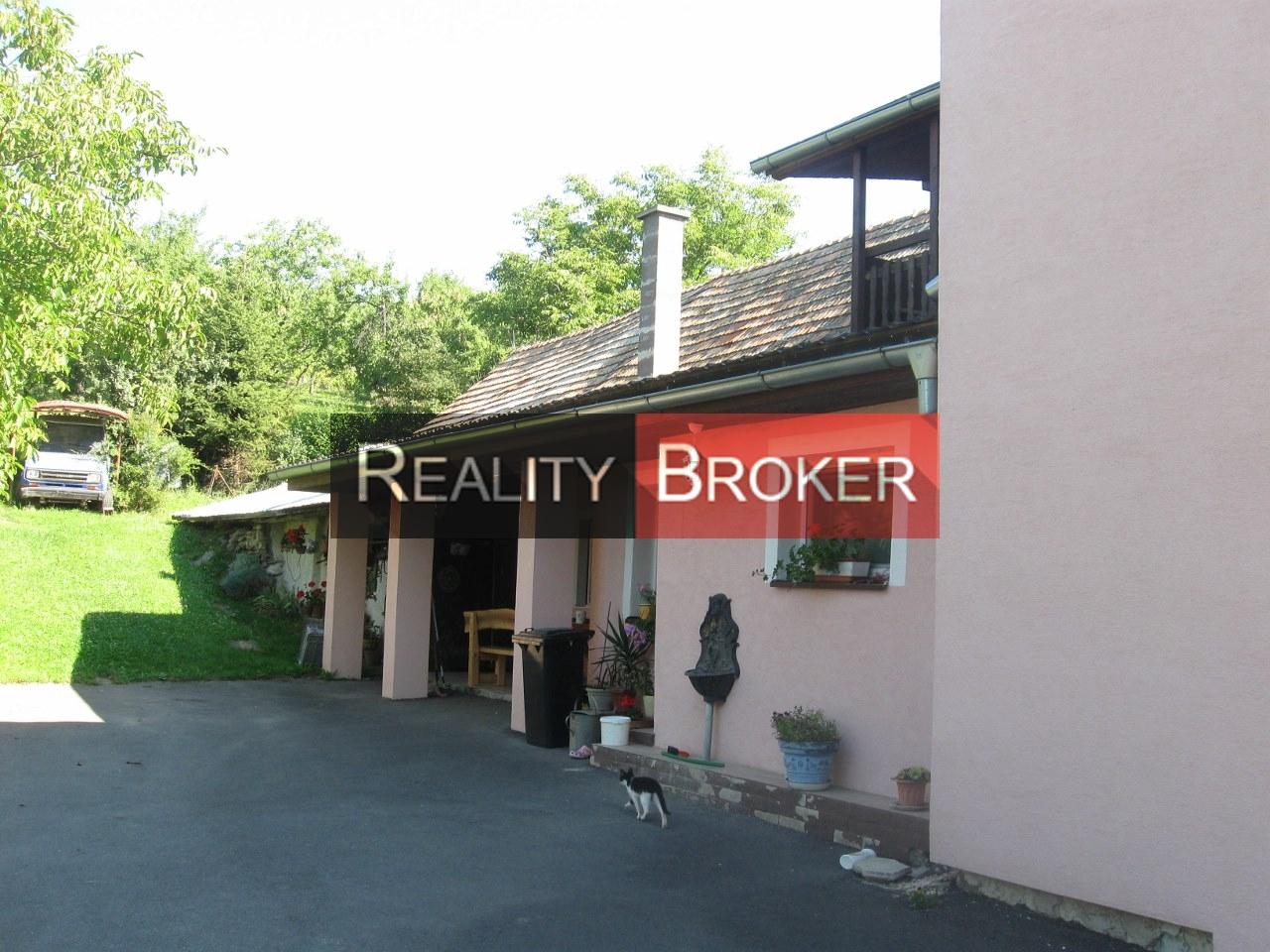Ponúkame na predaj pekný rodinný dom na polosamote – Stará Hora – Krupina pri Zvolene