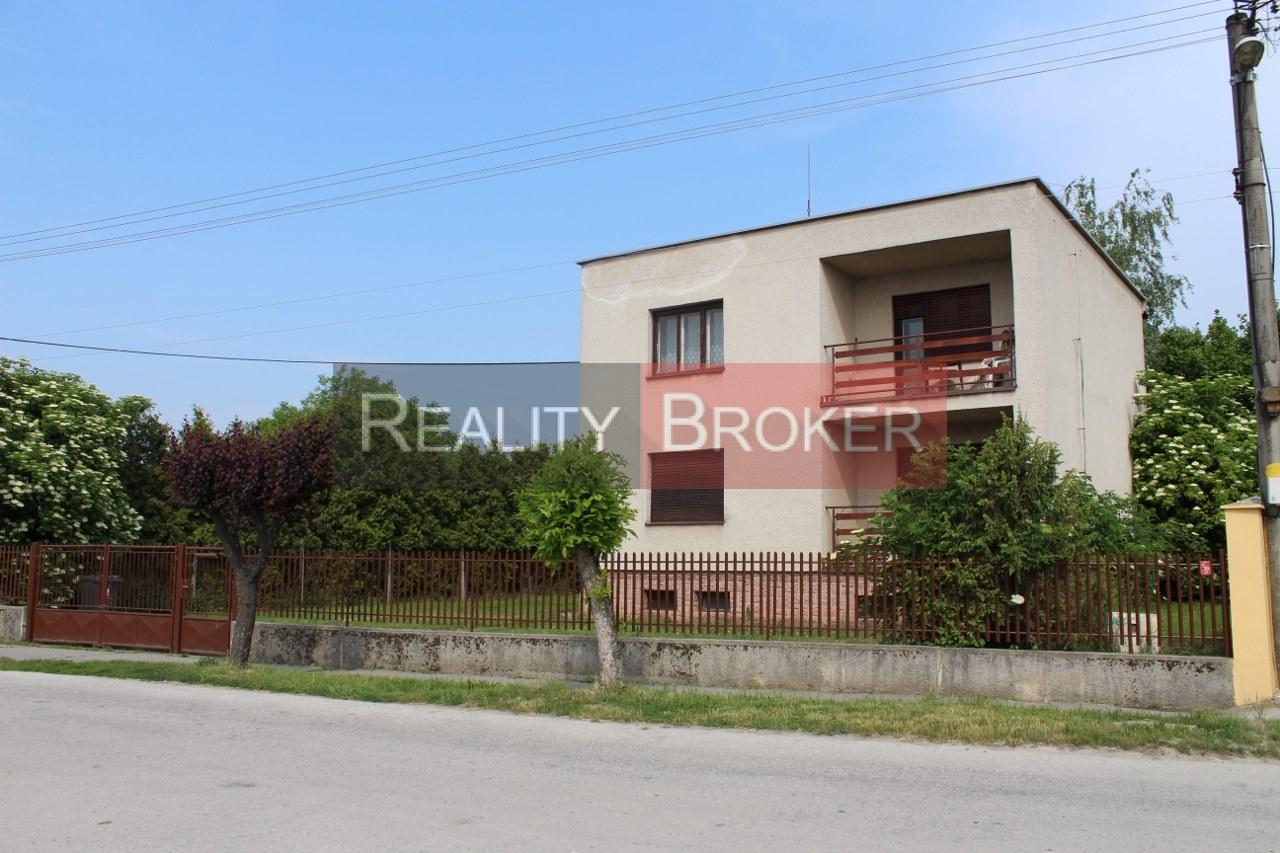 Ponúkame na predaj RD v obci Hrubá Borša s pekným pozemkom