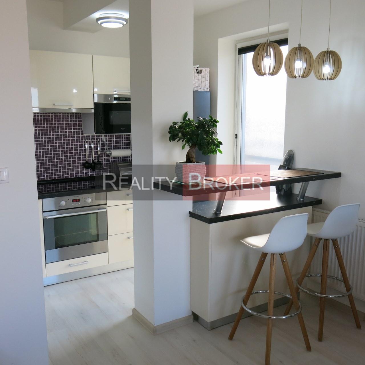 Ponúkame na predaj pekný priestranný 2 izb. byt v NOVOSTAVBE v obci Rovinka
