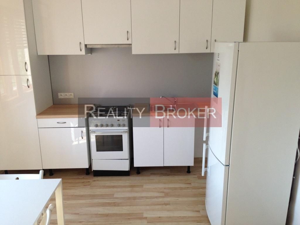 REALITY BROKER ponúka na prenájom zrekonštruovaný 2 – izbový byt v Senci (Tichá LOKALITA)
