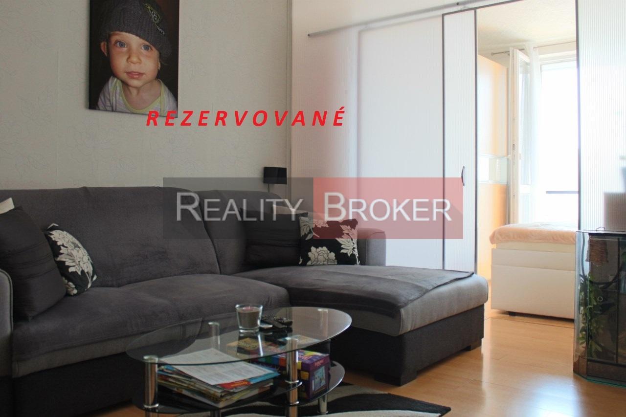REALITY BROKER ponúka na predaj pekný 2 izb. byt s dvomi balkónmi