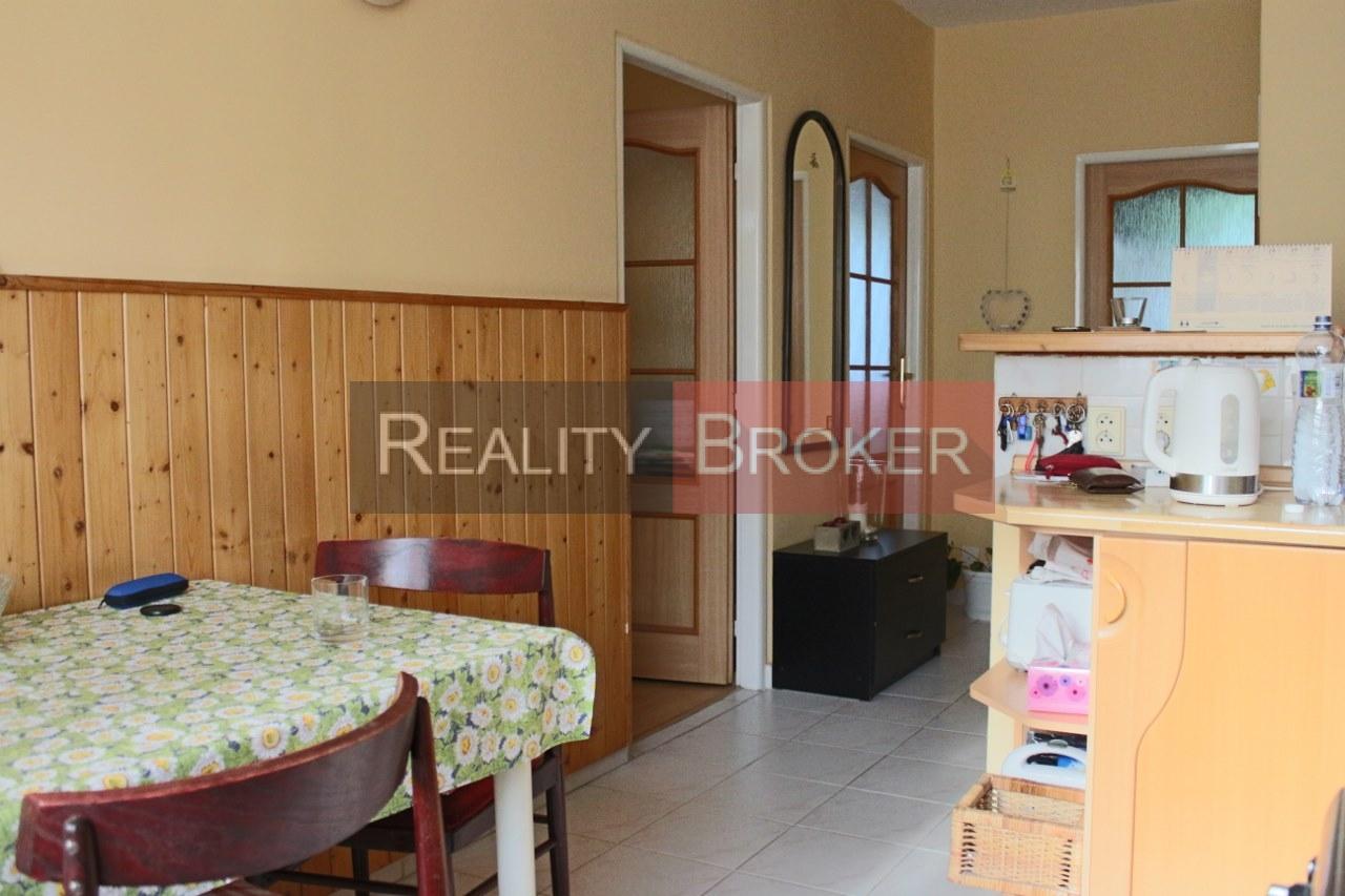 REALITY BROKER ponúka na prenájom pekný priestranný  3 izb. byt v tichej lokalite