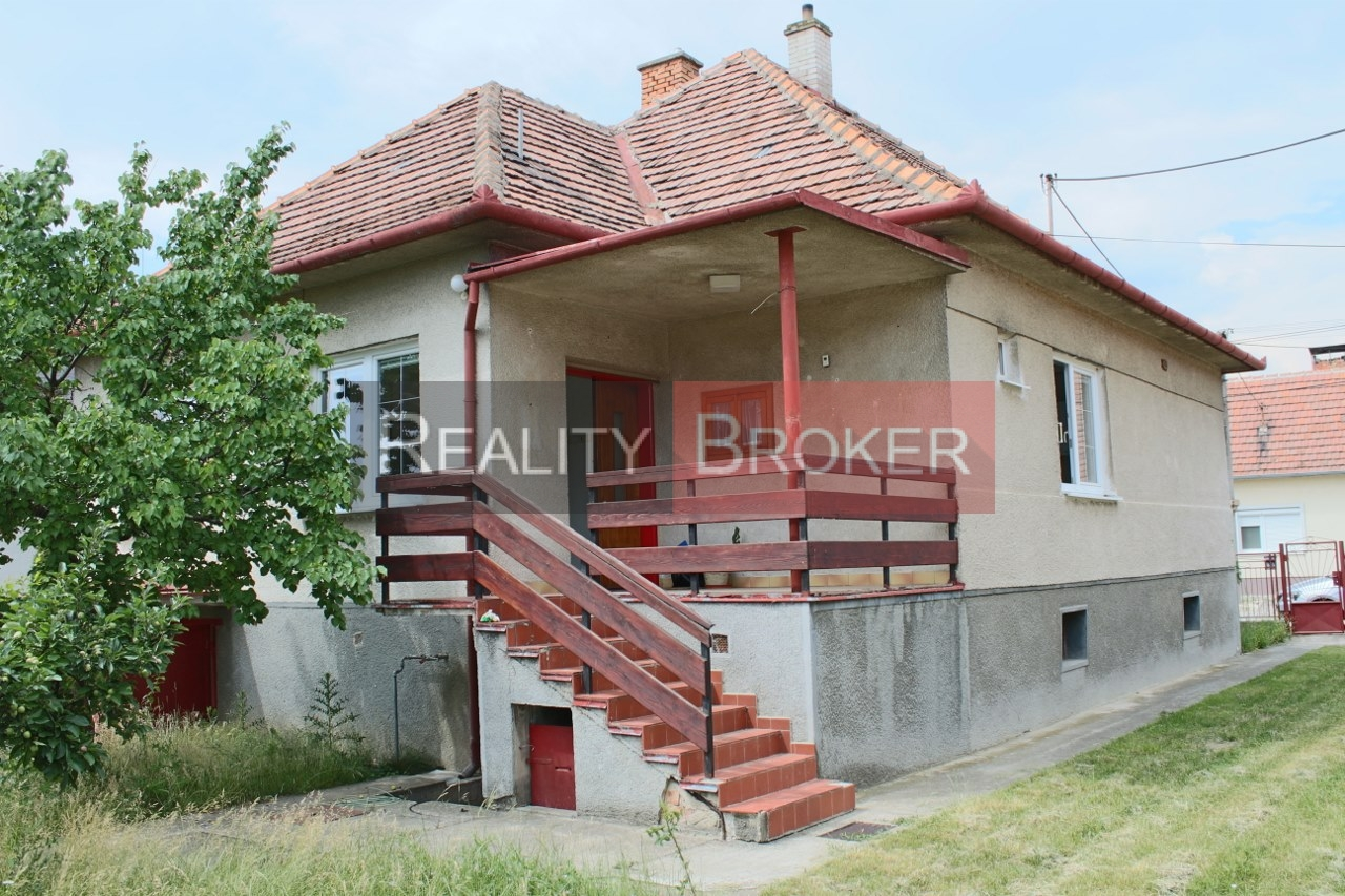REALITY BROKER ponúka na predaj   zachovalý  rodinný dom v Chorvátskom Grobe