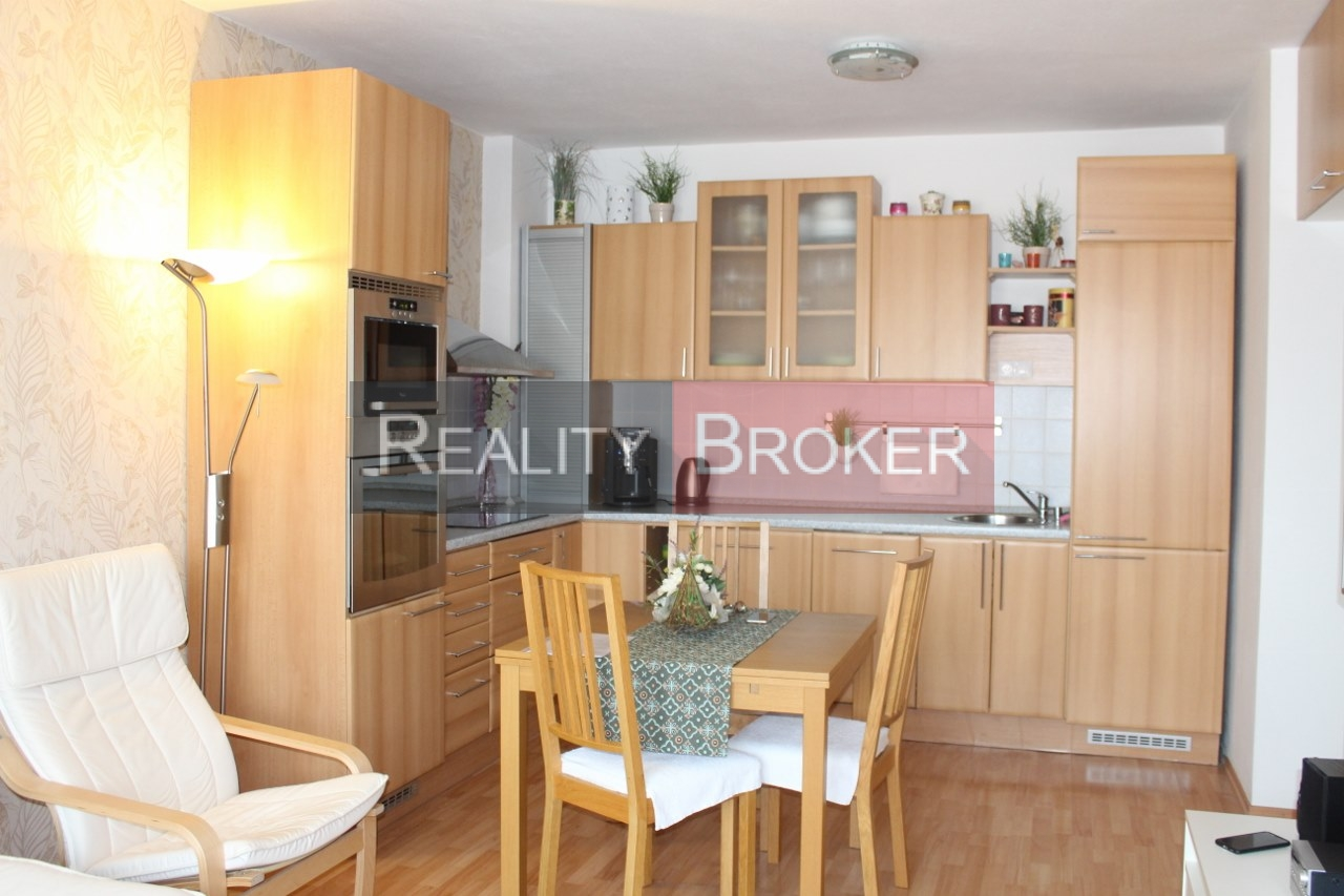 REALITY BROKER ponúka na predaj pekný, priestranný 3 izb. byt v NOVOSTAVBE s garážou