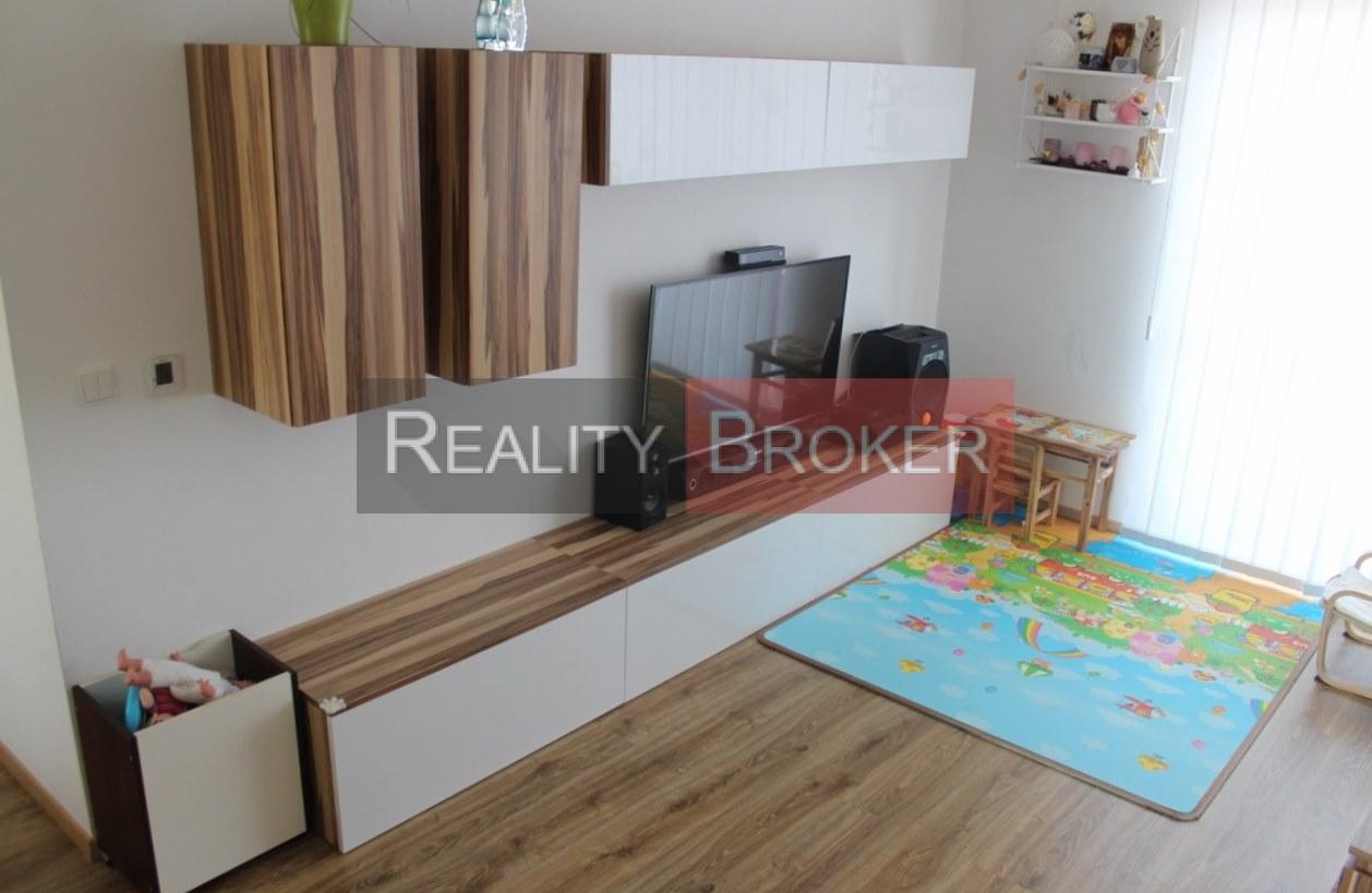 REALITY BROKER ponúka na predaj pekný priestranný  3. izb. byt s veľkým balkónom  v NOVOSTAVBE
