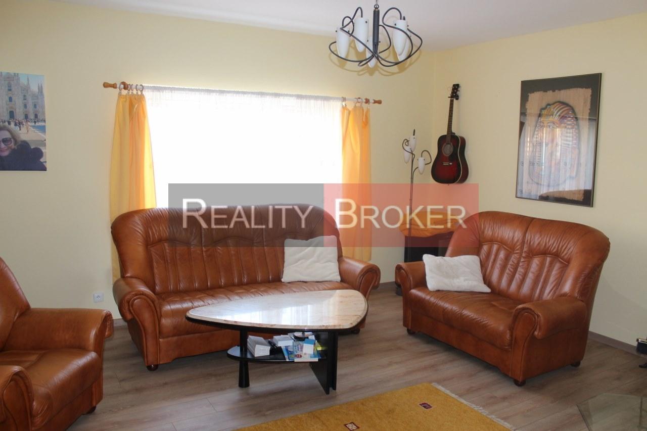 Ponúkame na predaj pekný 6 izb. RD v tichej lokalite Chorvátskeho Grobu aj s garážou