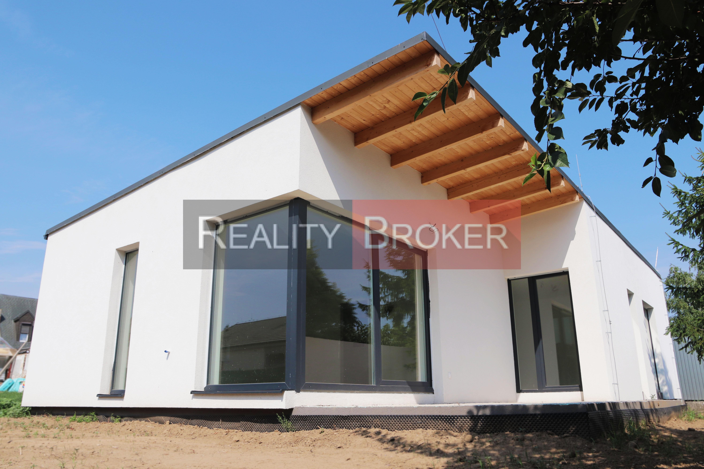 Ponúkame NA PREDAJ novostavbu – HOLODOM 4 izbového rodinného domu postaveného podľa modernej architektúry