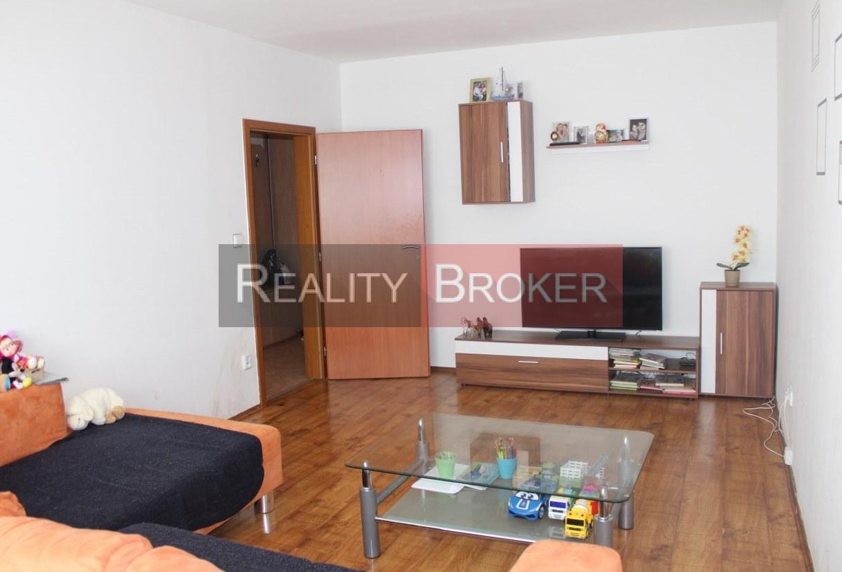 REALITY BROKER ponúka na predaj pekný priestranný 3 izb. byt v centre mesta Senec