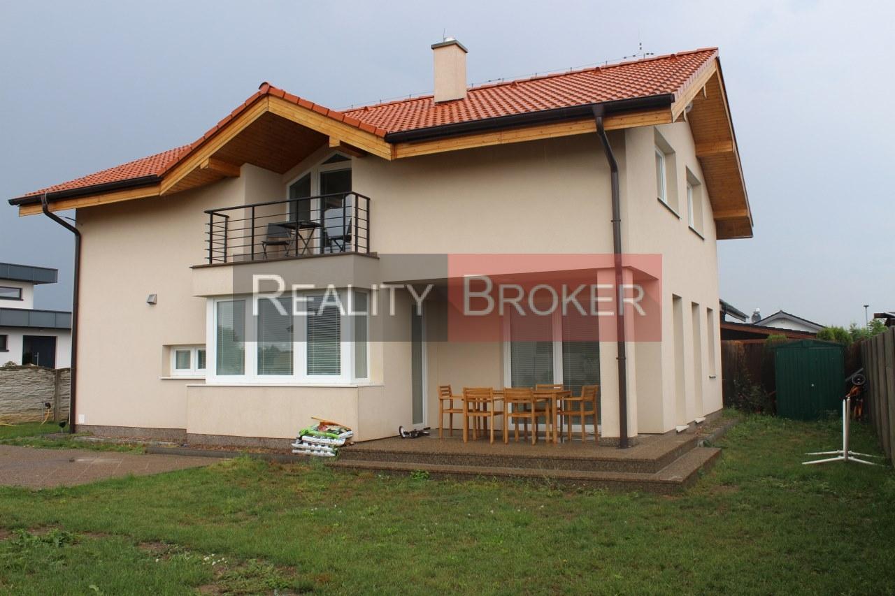 Ponúkame na predaj NOVOSTAVBU 5 izb. rodinného domu v meste Senec