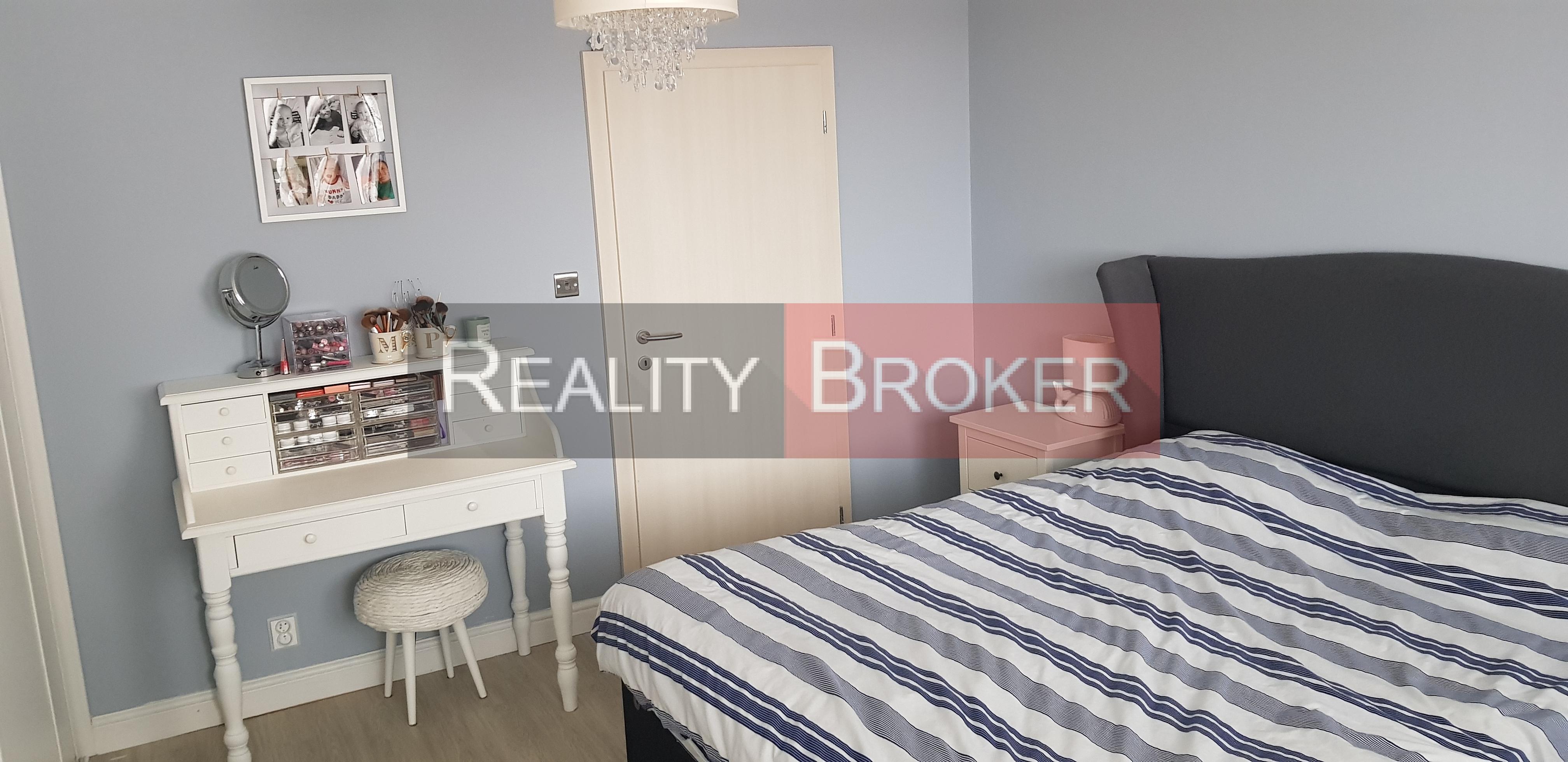 REALITY BROKER ponúka na predaj pekný, priestranný 4 izb. byt po kompletnej rekonštrukcii v centre