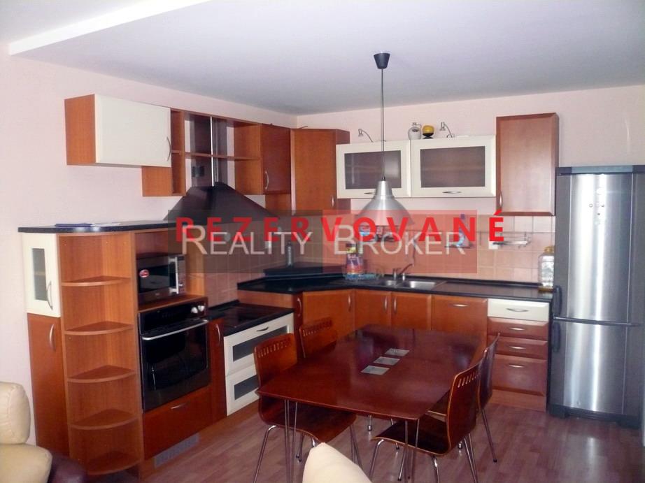 REALITY BROKER ponúka na predaj veľmi pekný 3 izb. byt priamo v centre mesta Senec