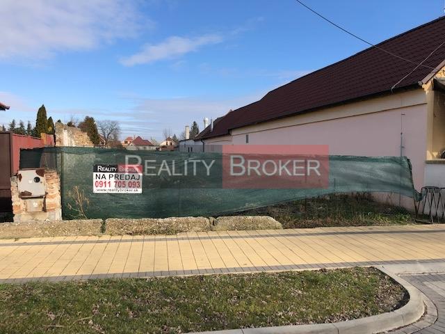 REALITY BROKER ponúka na predaj pekný veľký pozemok  pre RD