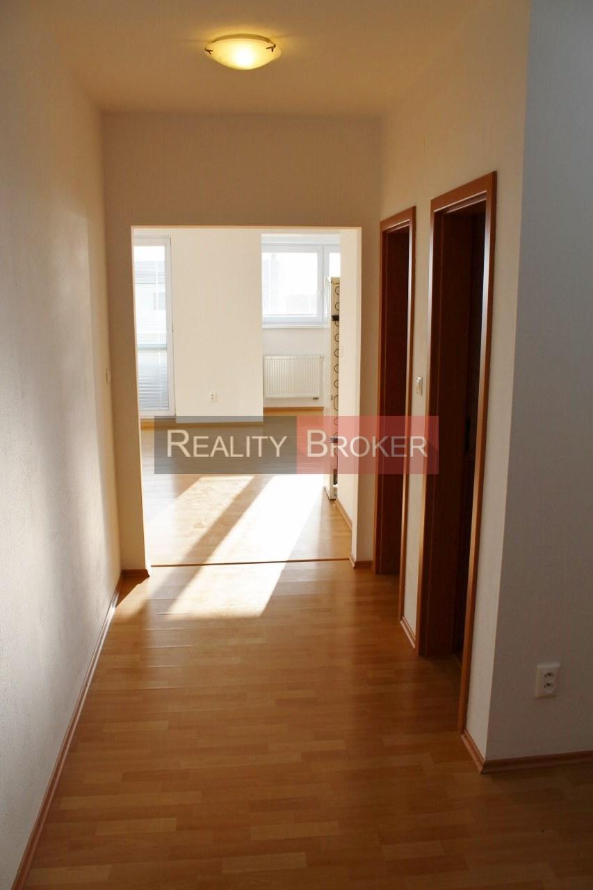 REALITY BROKER ponúka na prenájom pekný, slnečný, priestranný 3 izb. byt na pešej zóne