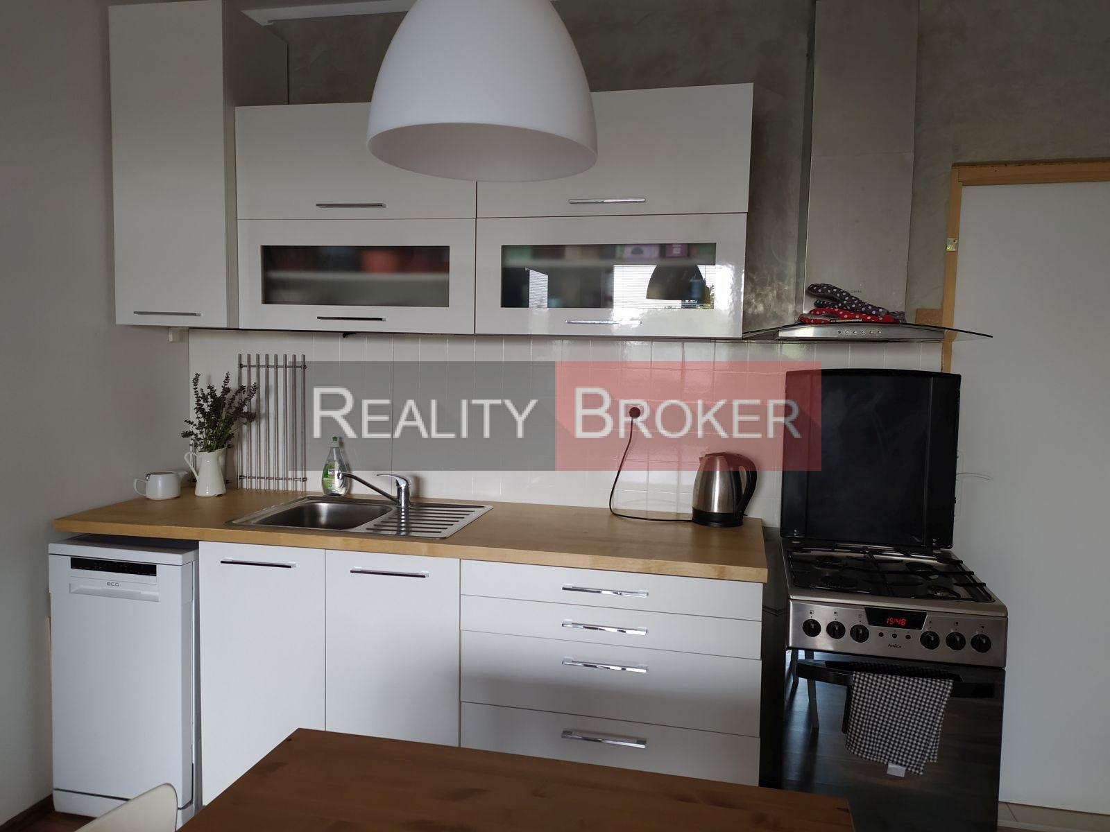 REALITY BROKER Ponúkame na predaj pekný 3 – izbový byt v blízkosti centra