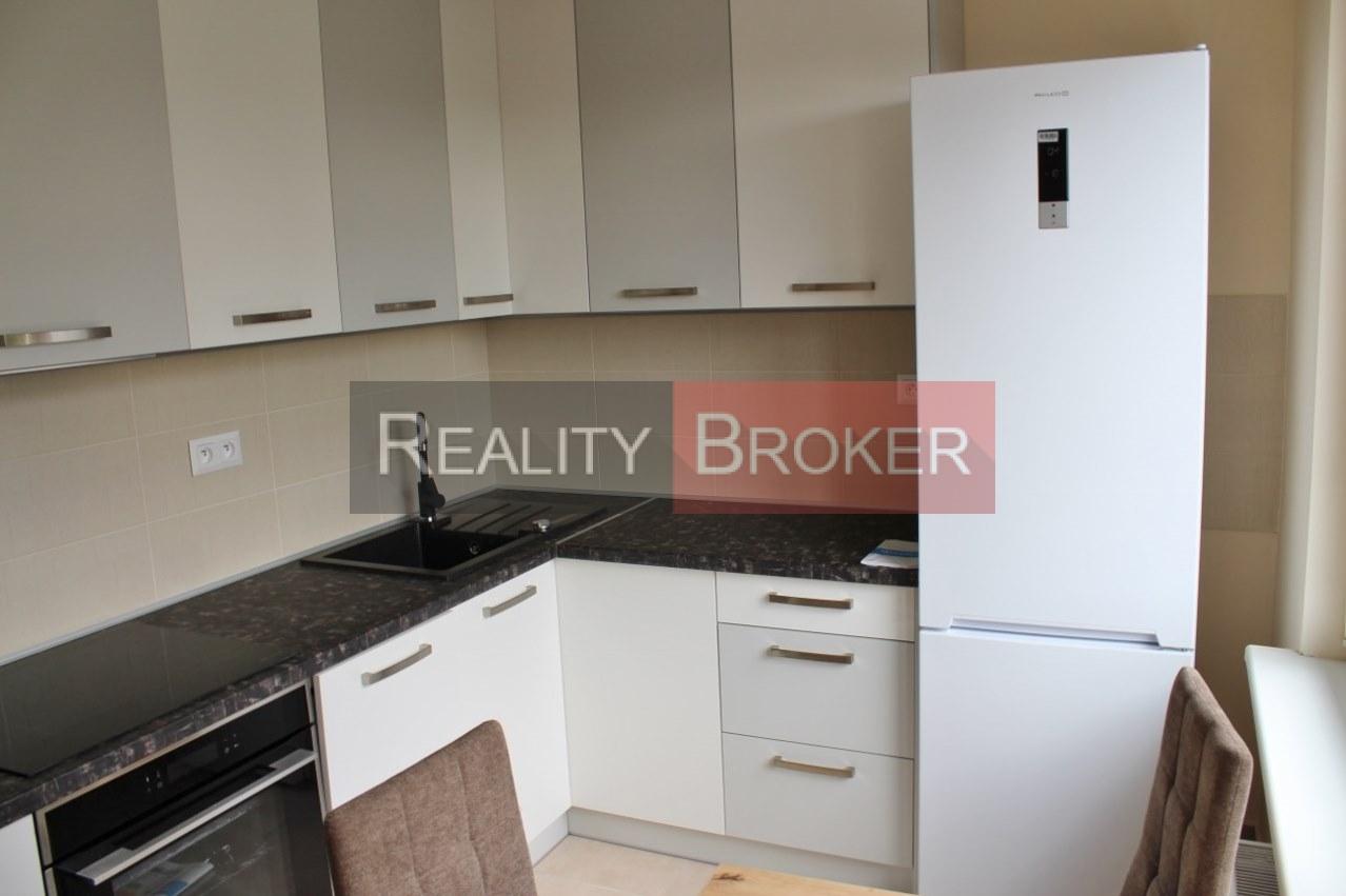 REALITY BROKER ponúka na prenájom pekný kompletne zrekonštruovaný 3 izb. byt v tichej lokalite Senca