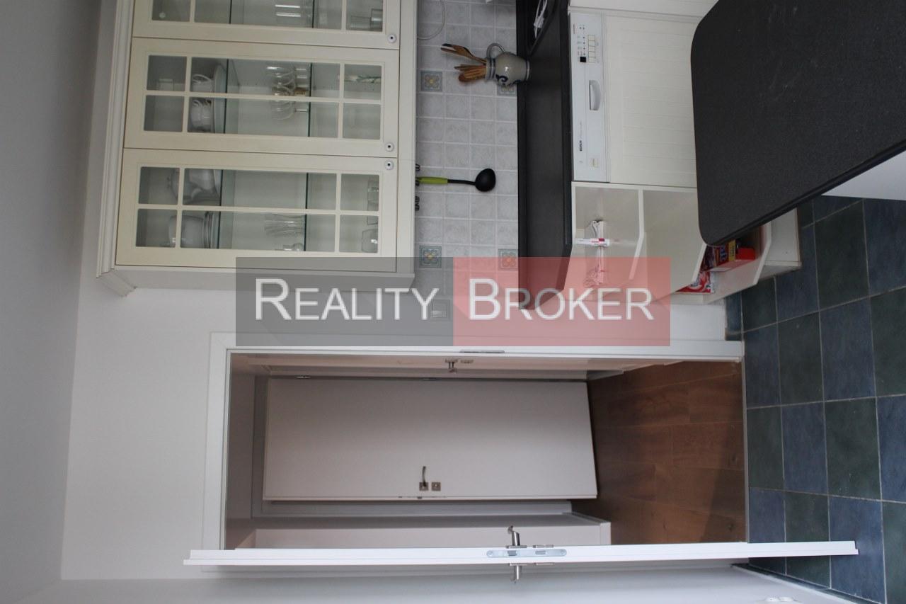 REALITY BROKER ponúka na predaj pekný priestranný 4 izb. byt po kompletnej rekonštrukcii v Bratislave na Švabinského ul.