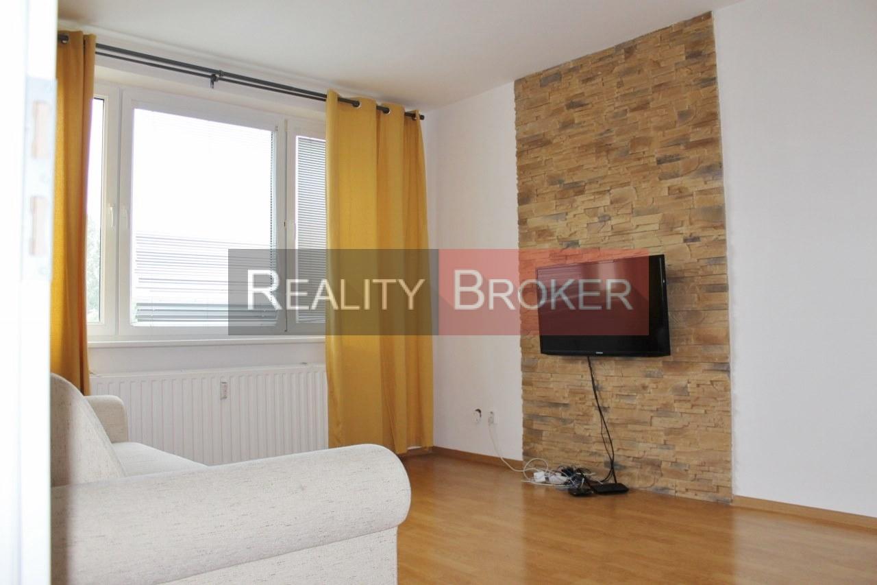 Ponúkame na predaj pekný priestranný 3 izb. byt v tichej lokalite mesta Senec