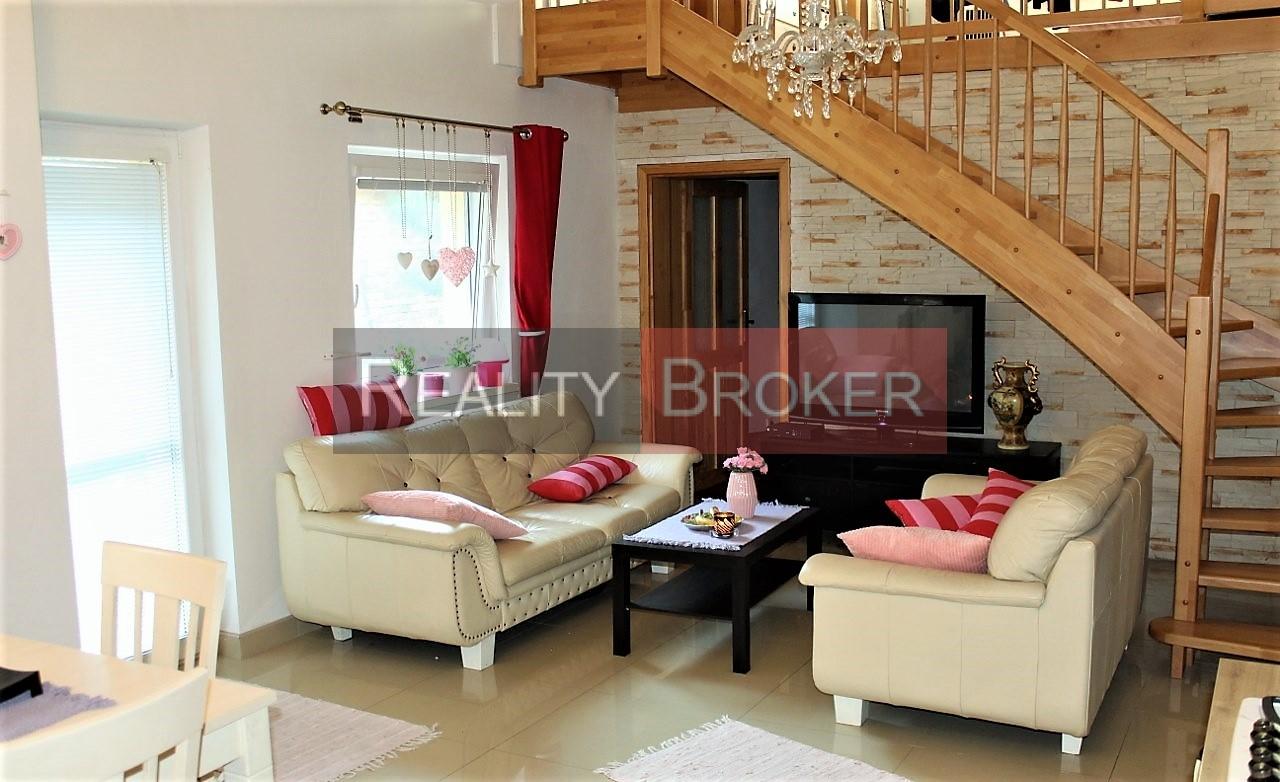REALITY BROKER ponúka na predaj pekný, útulný 4 izb. rodinný dom v tichej lokalite Senca – kompletná rekonštrukcia